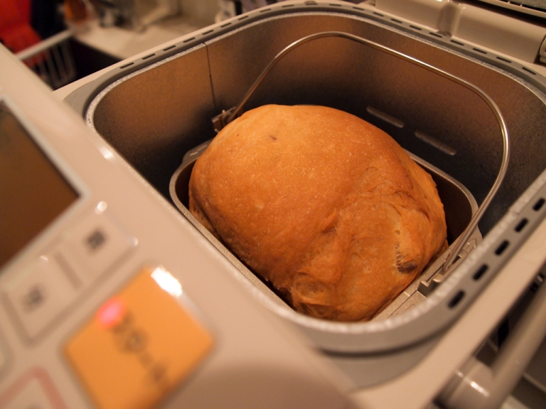 Bread in home bakery machine